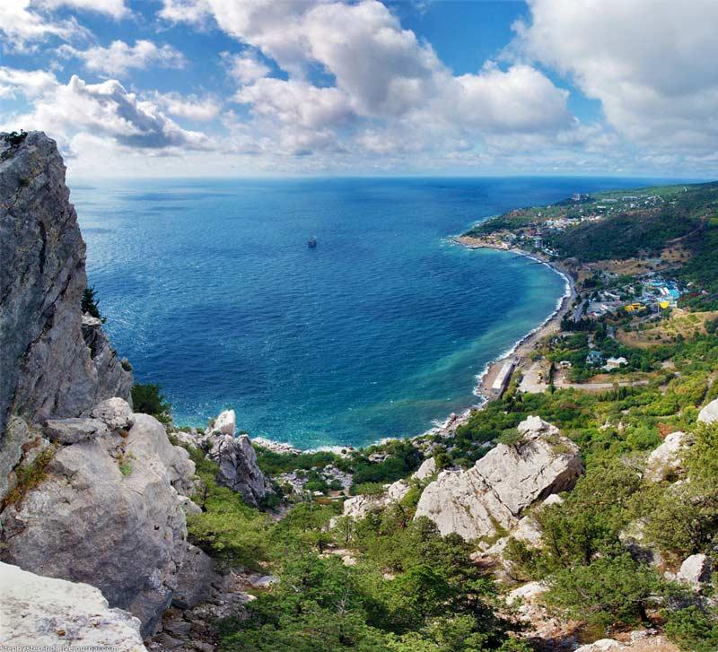 Голубой залив в Крыму
